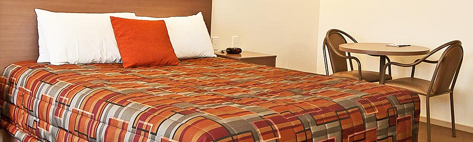 Comfortable Queen size bed at Heritage Motor Inn